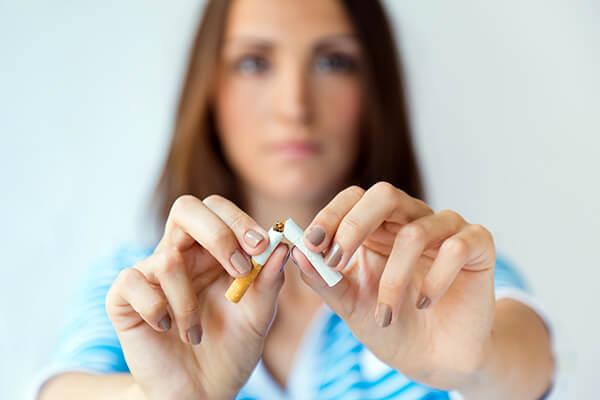 「(タバコを)きっぱりとやめる」は英語で?